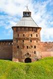 Festungsturm des roten Backsteins und der Wand Stockbilder