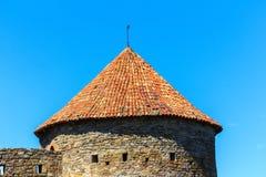 Festungsturm mit mit Ziegeln gedecktem Dach Lizenzfreie Stockfotografie