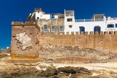 Festungswand alter Essaouira-Stadt auf Atlantik-Küste, Marokko lizenzfreie stockfotos