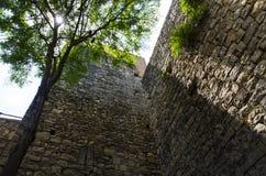 Festungswand in der Stadt von Girona lizenzfreie stockbilder