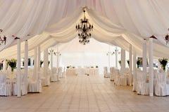 Festzelt für die Feier der Hochzeit Stockbilder