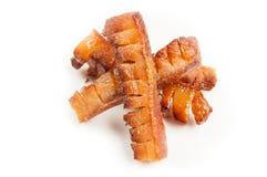Fet grisköttbacon som stekas på galler Fotografering för Bildbyråer