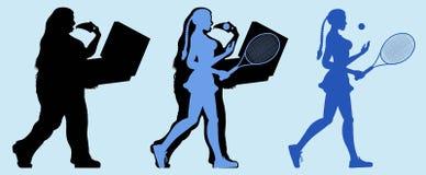 Fet kvinna som spelar tennis och förlorar vikt Arkivfoto