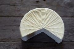 Feta sul bordo di legno Immagini Stock