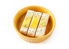 Fetakäse - Käse der inländischen Schafe - mit Olive Stockfotos