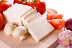 Fetakäse mit Gemüse lizenzfreies stockfoto