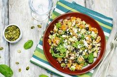 Fetasalat Spinat der schwarzen Bohnen der Kürbisquinoa mit Kürbiskernen Lizenzfreies Stockbild
