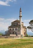 Fethiye moské med gravvalvet av Ali Pasha i förgrunden, Ioannina, Grekland royaltyfri foto