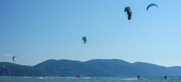 Fethiye, Oludeniz, de spectaculaire meningen van Turkije van overzeese het parasailing stock afbeelding