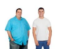 Fett und Männer, die Kamera lächeln und betrachten stockbilder
