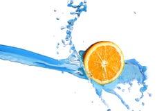 Fetta arancio in acqua Fotografia Stock