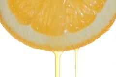 Fetta arancione con una gocciolina Immagini Stock Libere da Diritti