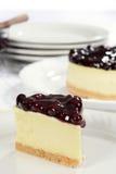 Fetta del primo piano di torta di formaggio del mirtillo Fotografie Stock