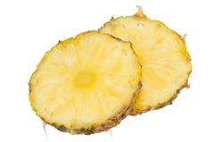 Fetta dell'ananas isolata sui precedenti bianchi Fotografie Stock Libere da Diritti