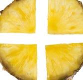 Fetta dell'ananas isolata sui precedenti bianchi Immagine Stock