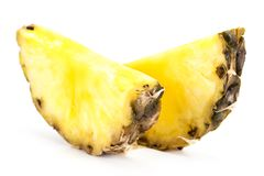 Fetta dell'ananas isolata sui precedenti bianchi Immagini Stock Libere da Diritti