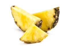 Fetta dell'ananas isolata sui precedenti bianchi Fotografia Stock Libera da Diritti