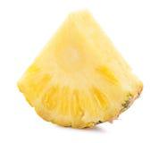 Fetta dell'ananas isolata sui precedenti bianchi Fotografie Stock