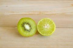 Fetta della frutta, del kiwi e della calce della vitamina C Fotografia Stock Libera da Diritti