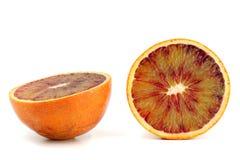 Fetta di arancia sanguinella isolata su fondo bianco Fotografia Stock Libera da Diritti