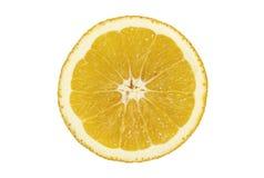 Fetta di arancio sugoso su priorità bassa bianca immagini stock