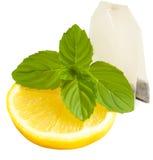 Fetta di bustina del limone, della menta e di tè isolata su bianco Fotografia Stock