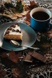 Fetta di dolce con tè Immagini Stock