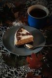 Fetta di dolce con tè Fotografie Stock Libere da Diritti