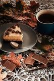 Fetta di dolce con tè Immagini Stock Libere da Diritti