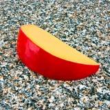 Fetta di formaggio dell'edam Fotografia Stock