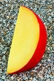 Fetta di formaggio dell'edam Fotografie Stock Libere da Diritti