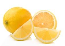 Fetta di limone fresco isolata su fondo bianco Fotografia Stock Libera da Diritti