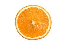 Fetta di mandarino arancio isolata su fondo bianco fotografia stock