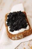 Fetta di pane con il caviale Fotografia Stock Libera da Diritti