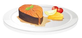 Fetta di pesci cucinata con il limone, il formaggio e le bacche Fotografia Stock