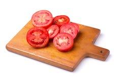 Fetta di pomodoro isolata su un fondo bianco fotografia stock