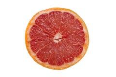 Fetta di pompelmo rosso su un fondo bianco immagine stock
