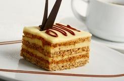 Fetta di primo piano della torta della crema della vaniglia Fotografia Stock Libera da Diritti