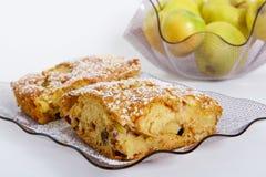 Fetta di torta casalinga saporita Fotografie Stock