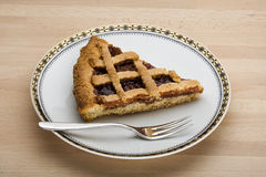 Fetta di torta dell'ostruzione di fragola Fotografia Stock Libera da Diritti