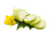 Fetta di verdure del midollo fresco su fondo bianco Fotografia Stock