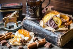 Fette arancio candite in cioccolato Fotografie Stock Libere da Diritti