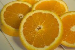 Fette arancio sulla tavola di legno Immagini Stock Libere da Diritti