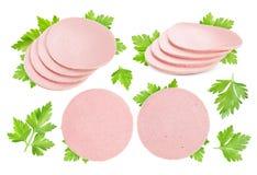 Fette bollite della salsiccia isolate su fondo bianco accumulazione Fotografie Stock