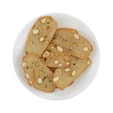 Fette croccanti del pane del pistacchio della mandorla su un piatto Immagini Stock Libere da Diritti