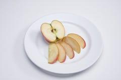 Fette del Apple su una zolla fotografie stock libere da diritti