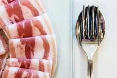 Bacon e coltelleria Immagini Stock Libere da Diritti