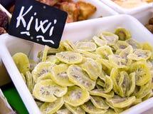 Fette del Kiwi sulla vendita Immagini Stock Libere da Diritti