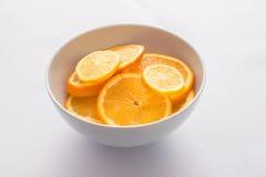 Fette del limone e dell'arancia, lampadina, vedere-sebbene, Fotografie Stock Libere da Diritti