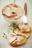 Fette del pane con il pasticcio di fegato Fotografia Stock